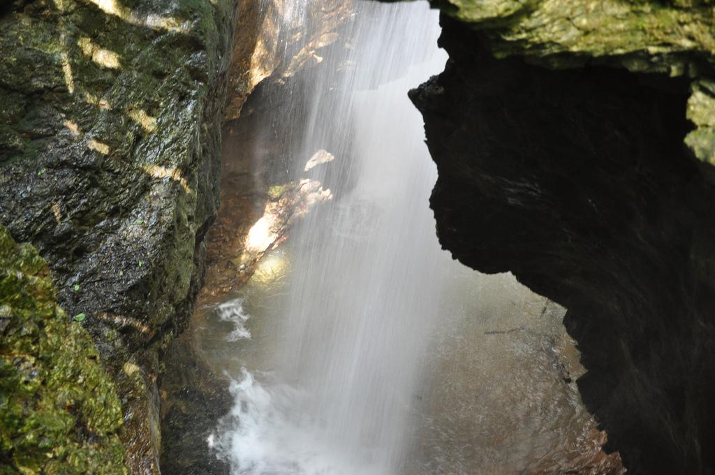 Canyon Rio Sass, chute d'eau, photo de douneika, via Flickr