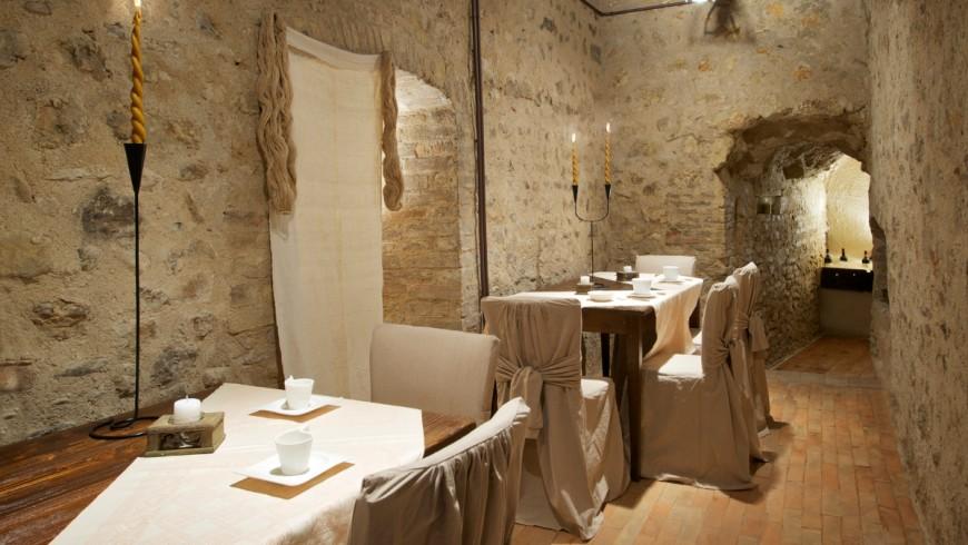 Dormir dans un vieux château, l' «Albergo Diffuso » Tour de la Botonta, Ombrie