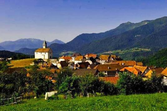 «Albergo Diffuso» Comeglias, vues des villages