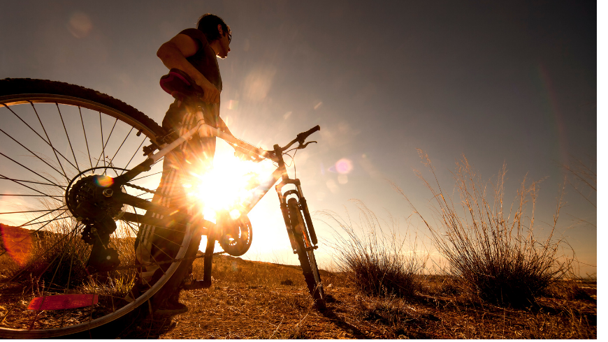 Cycliste avec son vélo
